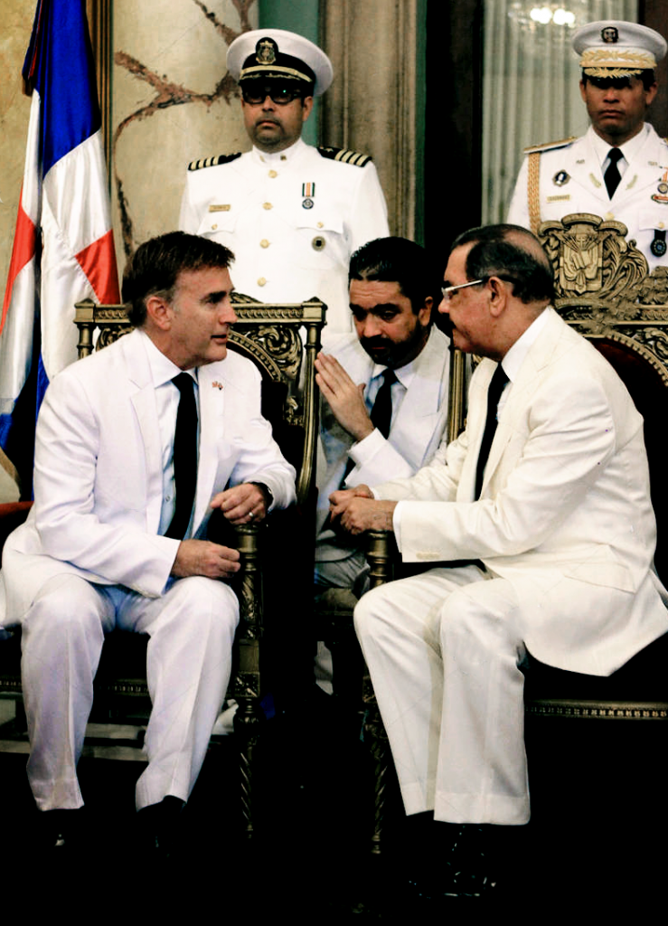 James Walter Brewster meets with Dominican President Danilo Medina at the National Palace in Santo Domingo (December 9, 2013)